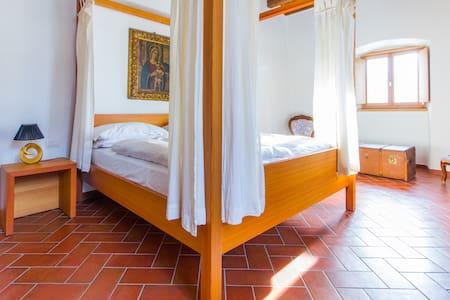 Romantic room with Canopy Bed - Nogaredo - วิลล่า