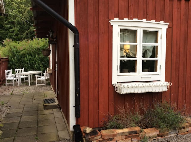 Cabin near forest AND town centre - Sölvesborg N