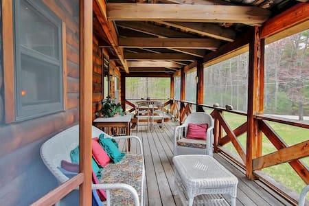 Classic 2BR Olivebridge Log Cabin - Olivebridge