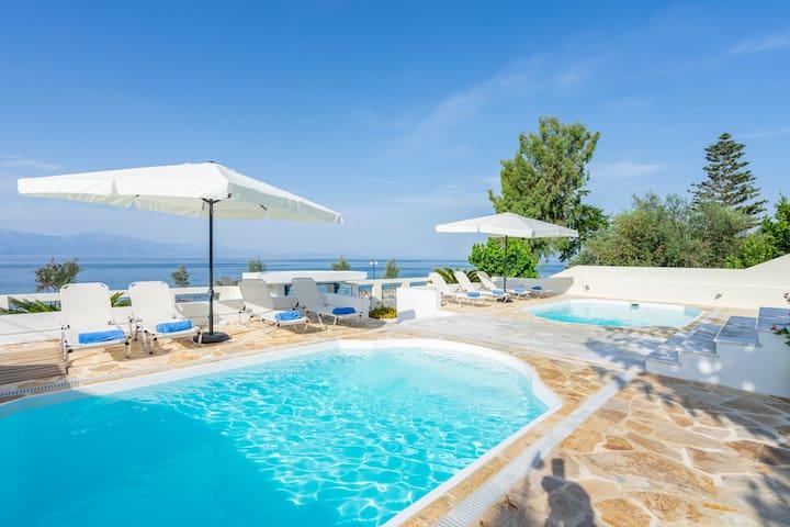 Villa ElMar in front of the Corinthian Sea (Right Pool)