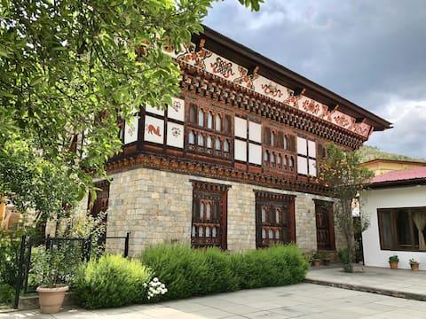 Khang Heritage: 1 BHK Quiet & Cozy House w/ Patio