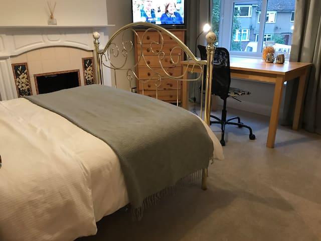 St Albans city (  private  Double room +TV+fridge)
