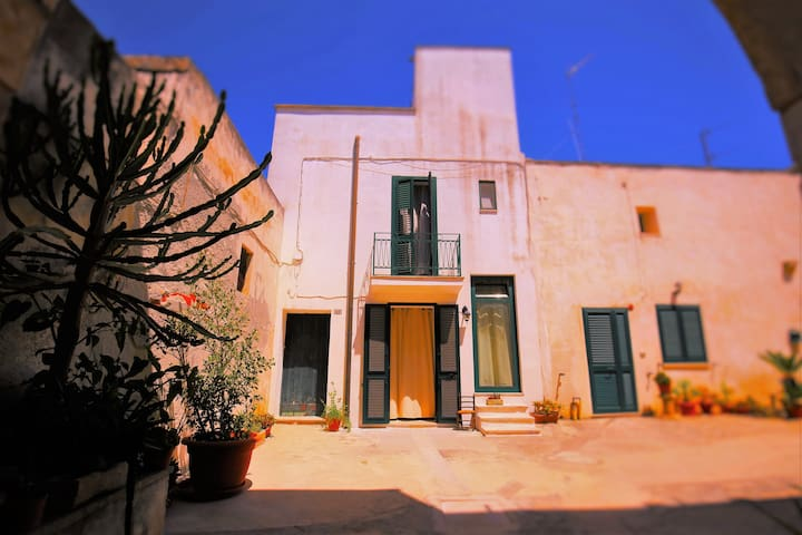 Comfortable house with a large roof terrace - Uggiano La Chiesa - Huis