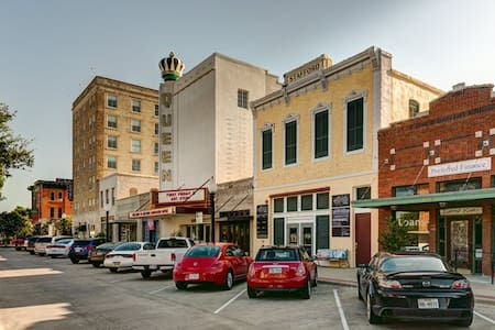 Studio Loft in Historic Downtown Bryan - Bryan - Loft-asunto