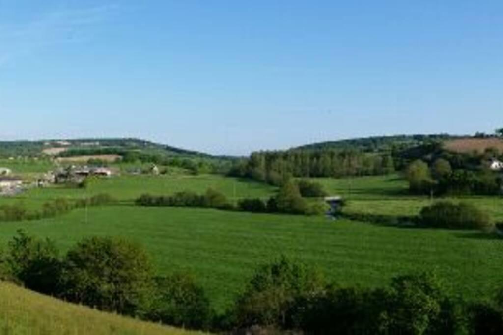 vue sur la vallée depuis le gîte