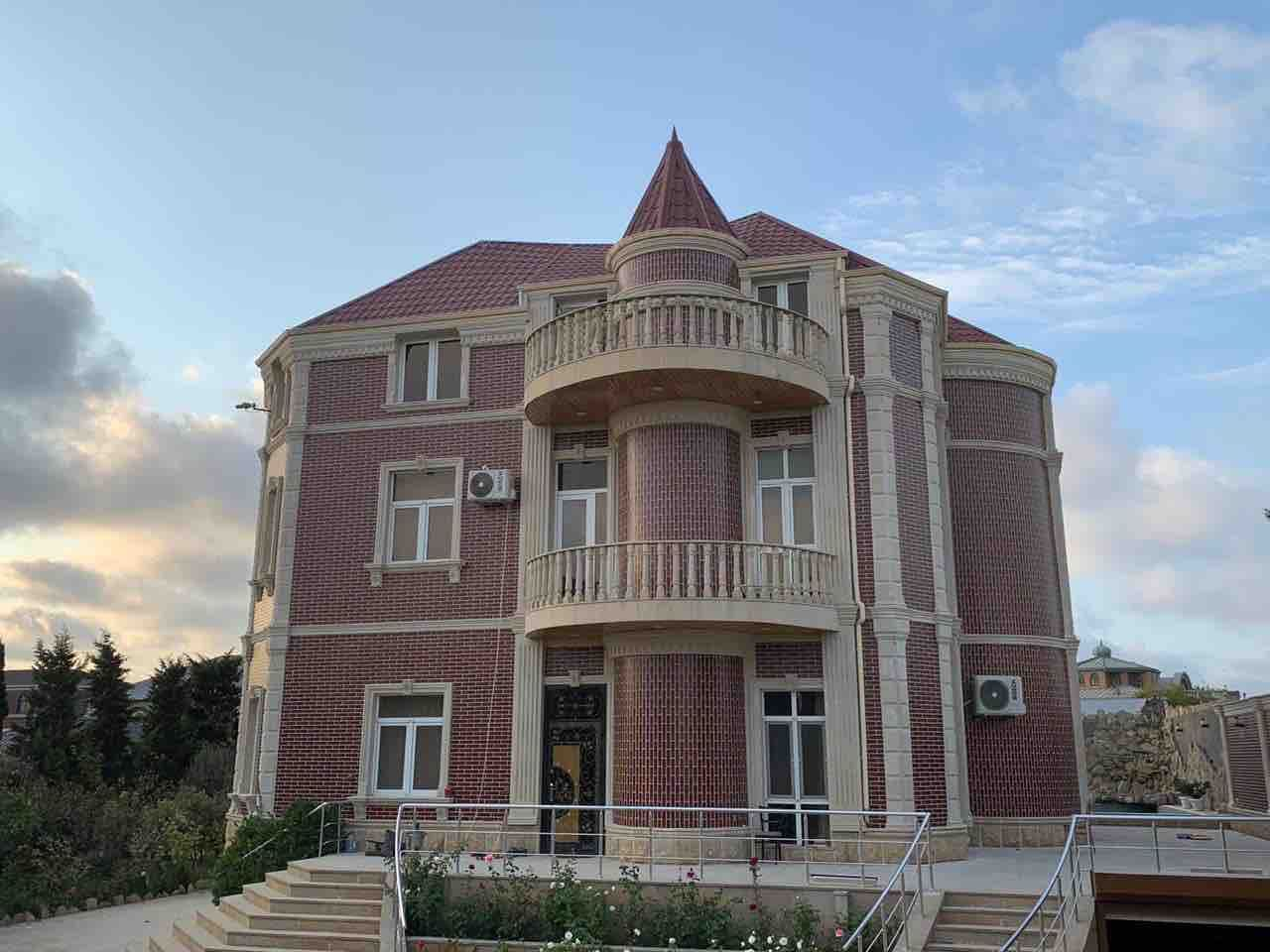 Luxury villa with comfort swimming pool and waterfall  Роскошная вилла с комфортабельным бассейном и водопадом