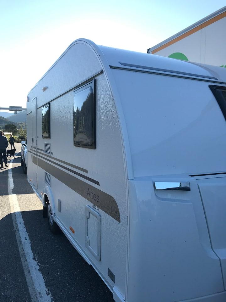 Moderne og smidig campingvogn til leie!