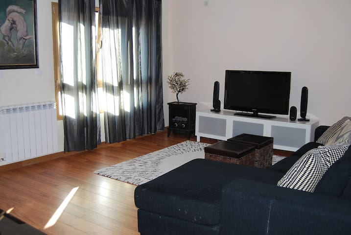 Apartment near by the Airport and center of Lisbon - Odivelas - House