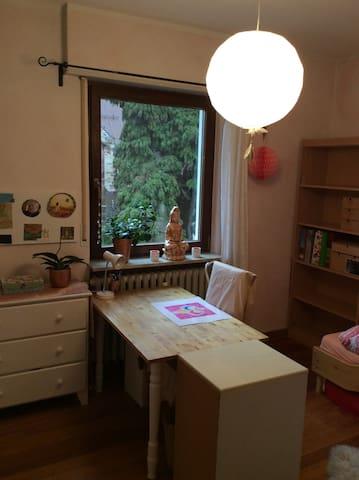 Schönes Zimmer in freundlicher Energie Wohnung - Heidelberg - Wohnung