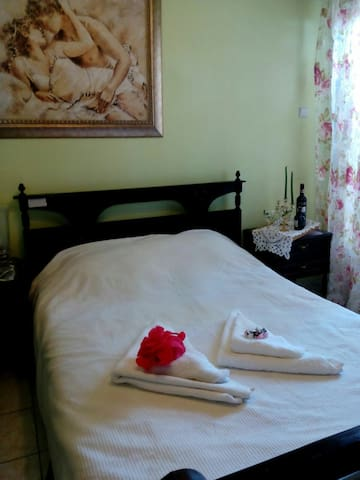 Cozy room in the heart Perias! - Athene - Appartement