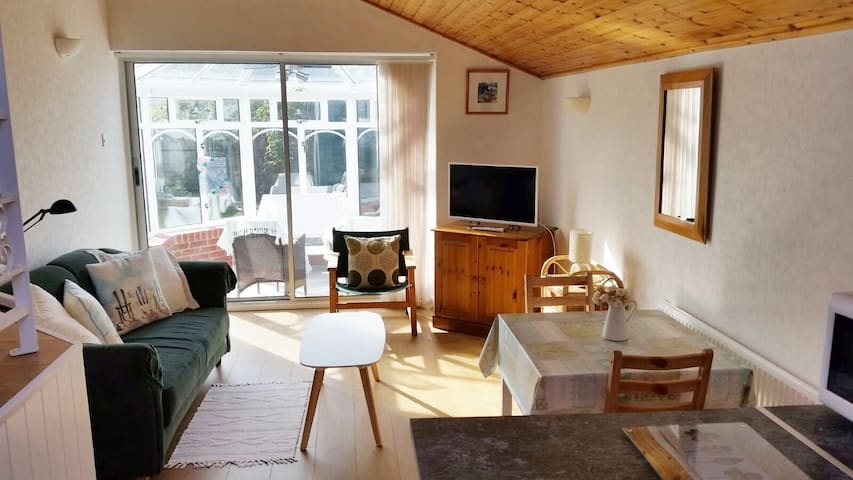 Cosy, modern and close to the sea. - Aberporth - Byt
