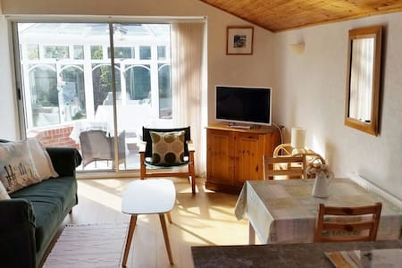 Cosy, modern and close to the sea. - Aberporth - Leilighet