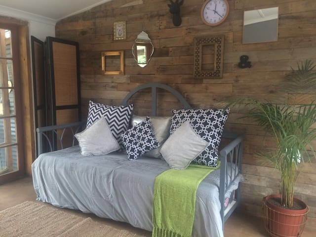 Quacky Pig Self Catering Howick - Howick