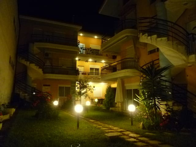 Holiday luxury flat 100m to sea - Nea Plagia - Wohnung