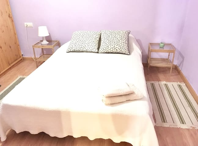Room and private bathroom in the heart of Granada - Granada - Casa