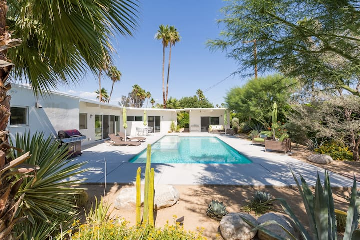 The Mirador - Classic Palm Springs Luxury Home