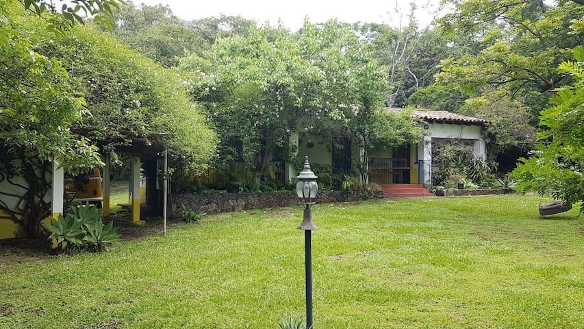 Habitacion King triple con estudio privado