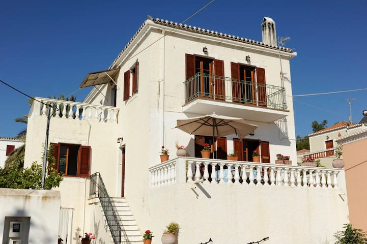 A Lovely Family Home - Spetses - Appartement