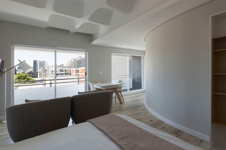 306 Modern Studio with Beautiful City Views