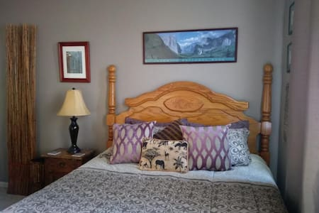 Safari Room, dwnstrs, w bkfst, putting green, pool - Roseville
