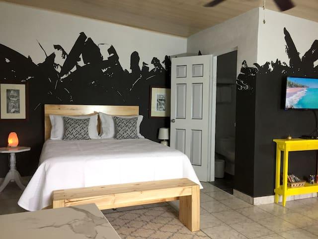 Queen bed, Top quality mattress, 100% cotton bedding