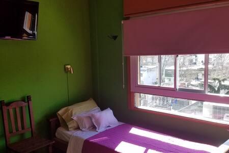 Habitación privada luminosa y silenciosa.