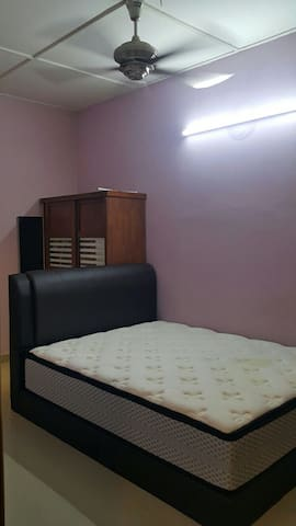 Middle Room for Rent - Subang Jaya