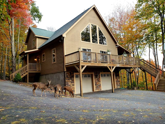 Deluxe Custom Mountain Get-a-Way, 4 Bed / 4 bath