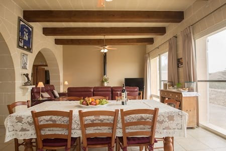 Kings Lodge Bed & Breakfast Gozo - Għasri