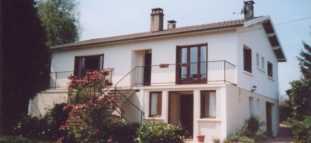 Maison blanche de Bourgogne - Donzy-le-National - Casa