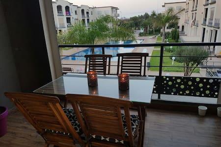 Bel appartement neuf avec vue sur piscine