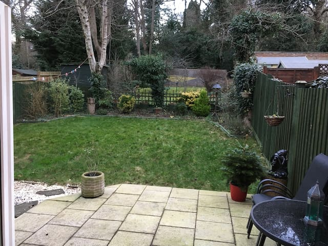 Cosy 2 bedroom flat. 2 min walk South Harrow tube