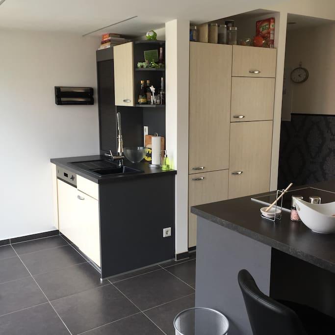 Küche inkl. Spülmaschine und kleinen Haushaltsgeräten (Wasserkocher, Toaster etc.)