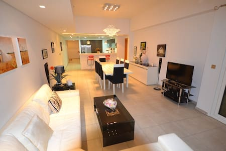 PALM-2BR LUXURY FLAT WITH DIRECT POOL/GYM ACCESS - ดูไบ - อพาร์ทเมนท์