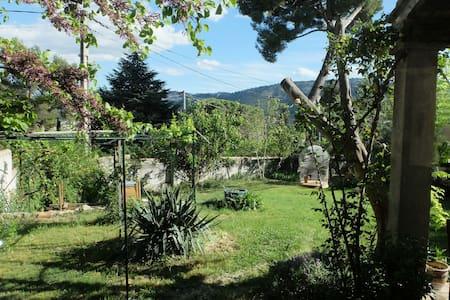 Au calme, belle Chambre dans villa - Marseille