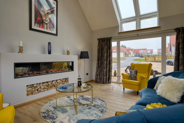 Gorgeous Villa by St Andrews. Sleeps 12+