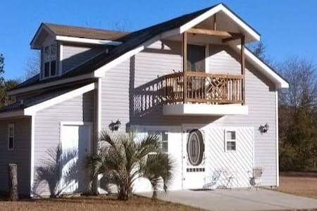 SPACIOUS & COZY 2-STORY GUEST HOUSE W/ BALCONY
