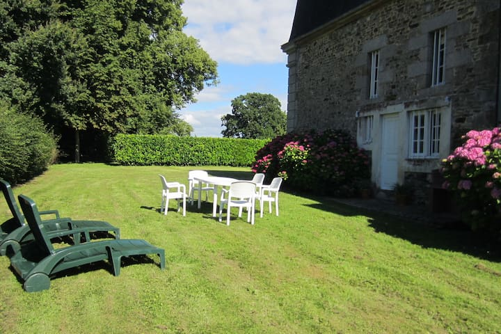 Holiday home in Normandy with authentic character, swimming pool and nice garden