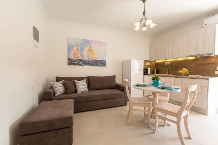 Pithos Apartments (Xalvas)