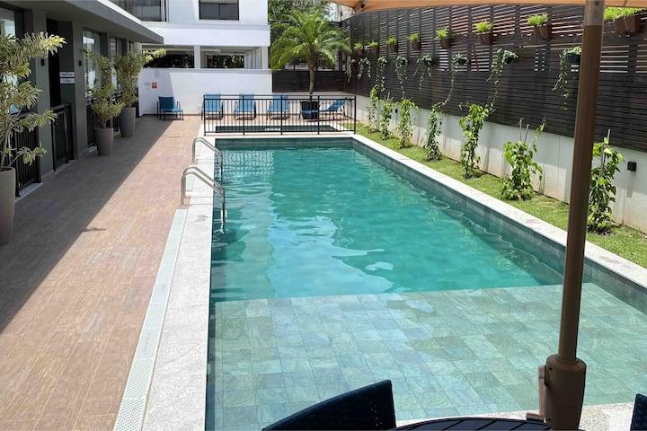 Lindo Studio c/sacada e piscina pertinho da praia!