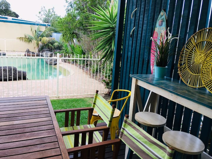 Poolside holiday unit, close to beach & shops :)