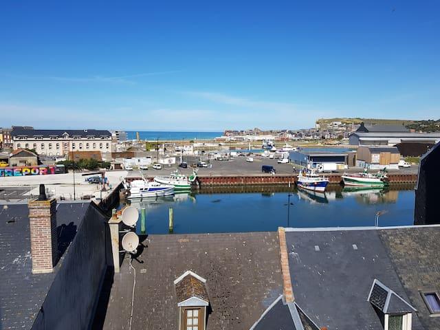 La Nacelle, gite de charme cosy,  vue port et mer