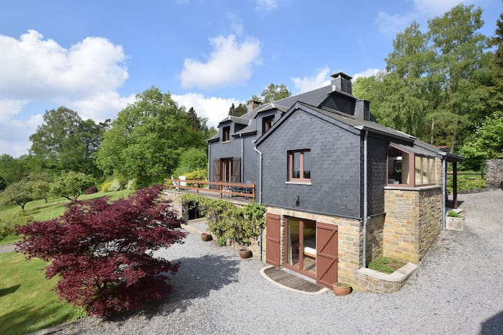 Spacious Holiday Home in Herbeumont near Forest