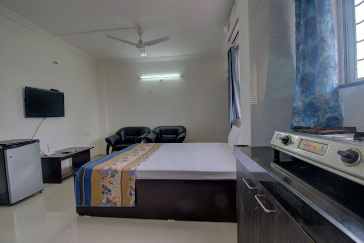 AC Cozy Studio Apartment in Koregaon Park Annex