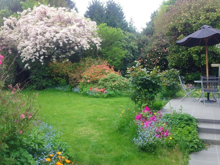 Secret Garden Beautiful & Cosy 5mins to airport