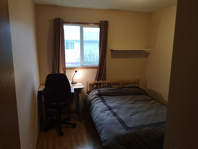 Quiet,Private room; Close to UofC & Hospitals