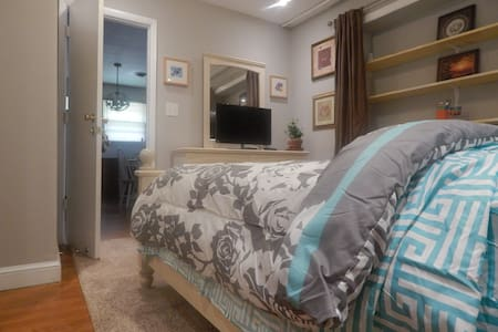 Wonderful Room with Private bath,Tranquil Location - Silver Spring - Casa