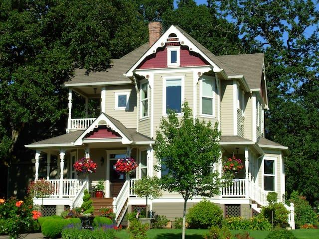 Victorian Garden Guest House - Silverton