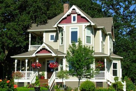 Victorian Garden Guest House - Silverton - Casa