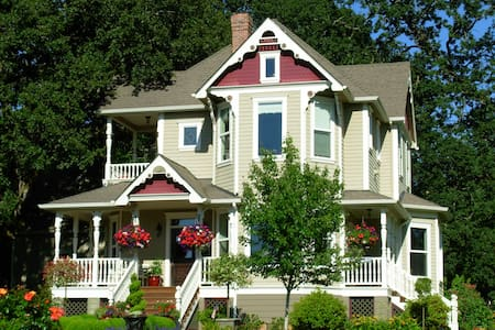 Victorian Garden Guest House - Silverton - Hus